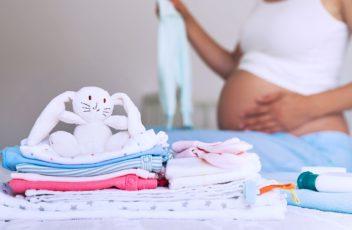 Собираем гардероб для новорожденного, какая одежда нужна в первый месяц его жизни?